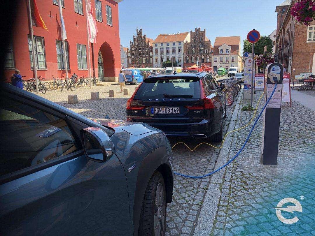 Elektromobilität: Widersprüchliche Kritik vom Bundesverkehrsminister