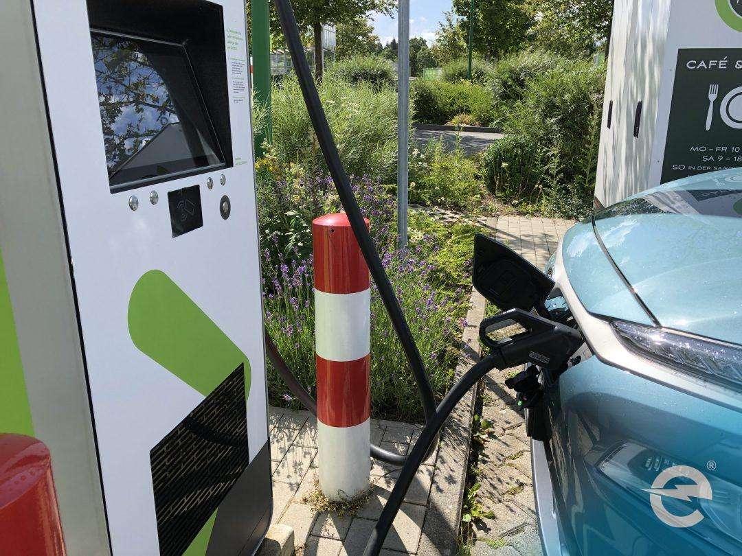 Elektroauto: Kunden wollen sie - Händler und Hersteller nicht?