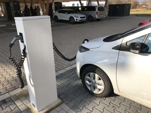 Mobilität: Rückgang bei Verbrennern - Zuwachs bei Elektrofahrzeugen