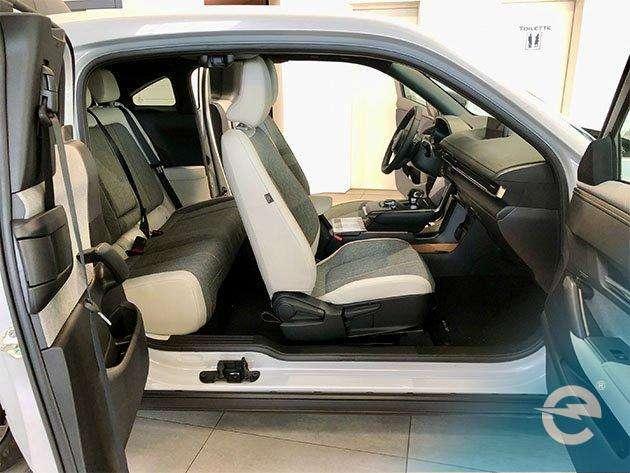 Mazda MX 30 offen